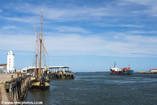 Dredger Arco Humber approaching North Shields Fish Quay.