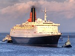 QE2 entering the River Tyne